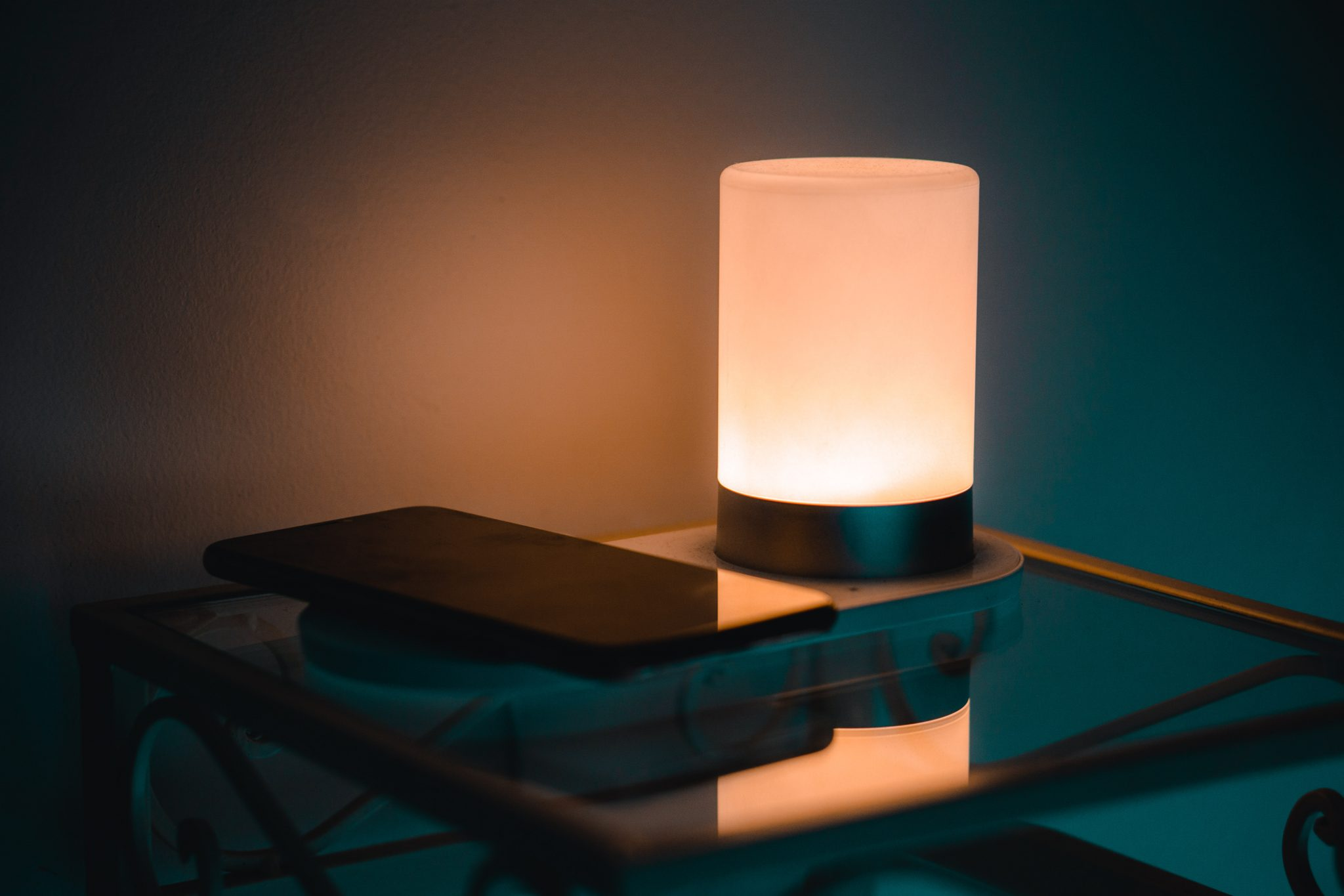 LXORY Bedside Lamp with Qi Wireless Charger – Review