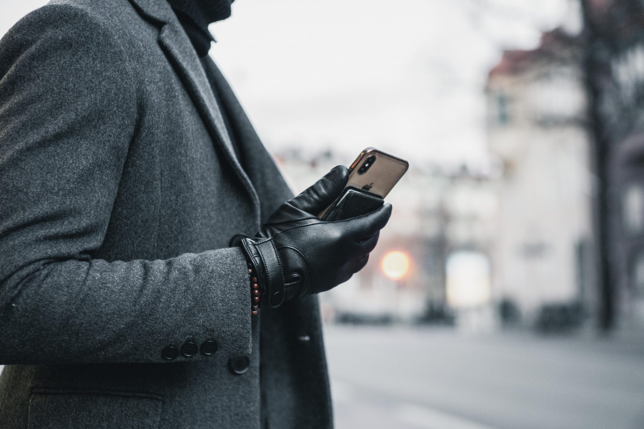 Mujjo Leather Touchscreen Gloves – 1 Year Later Review